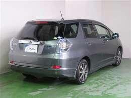 ハイブリッドシステムで、優れた燃費性能と静粛性を実現しています。