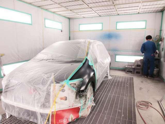 Bプラン画像:購入したお車を、自社板金塗装ブースにて、お好きな色にカラーチェンジ致します。中古車には必ず小さい小傷がありますが、塗装する事により傷は無くなり、ツヤが出ます。※車種・色によって、値段変動あり