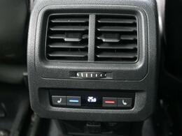 ●1列目、2列目シートヒーター:運転席、助手席、2列目左右のシートにシートヒーターを搭載しております。