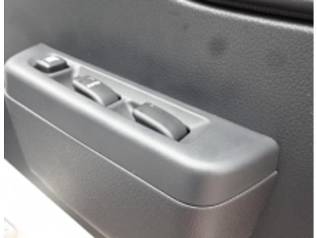 こちらの車は断熱厚50mmの保冷庫となります。強温の冷凍機なので50mmでも充分庫内が冷えます!50mm以上の断熱厚の保冷庫もチョイス可能です!各種仕様のご相談もお任せください!