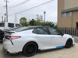 2020 TOYOTA CAMRY TRD、現車の外装はTwo-Toneでございます。