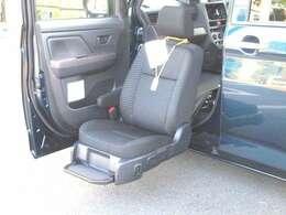 助手席電動リフトUPシート・後部車イス収納装置が装備された1台!!