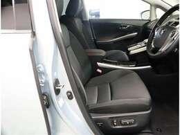 乗り降りしやすい運転席助手席 運転席パワーシートで細かな調整ができます