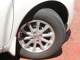 タイヤサイズは185/70R14純正アルミホイール