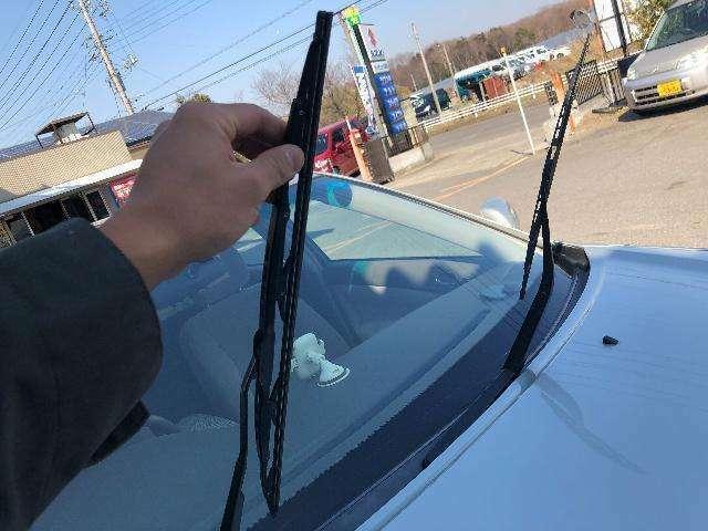 Aプラン画像:前の視界を安全に確保するためのワイパー!当店ではブレードごと新品に交換しています!これで雨の日も安心です(*^_^*)