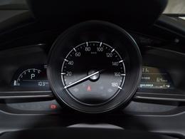 分かりやすく大型にスピードメーターを配置しております。昼夜問わず見やすく安心です!