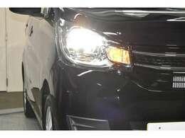 暗い夜道も明るく照らす『ディスチャージヘッドランプ』☆☆夜のドライブも視界は良好で安全運転の強いミカタです☆☆