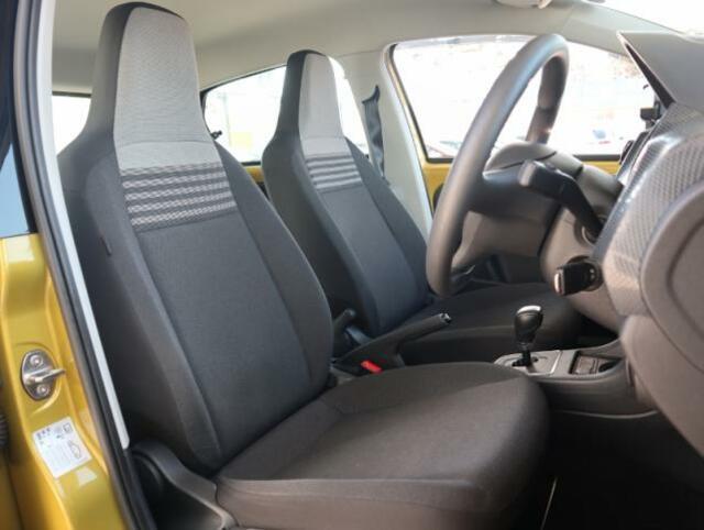 ドイツ車ならではの少し硬めのシートは、ホールド性に優れ長時間お座りいただいても疲れにくいシートです。