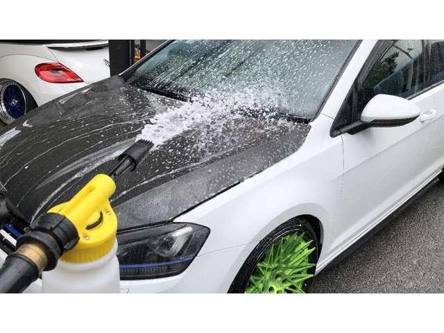 泡・手洗い洗車でボディに傷がつかないよう丁寧に洗い上げ、きれいな状態でお手元に届くよう努めております。