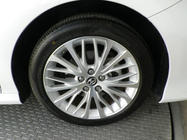 純正18インチアルミ!タイヤサイズは235/45R18です