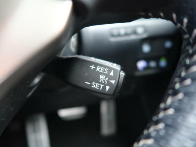 ●レーダークルーズコントロール:前の車との車間距離を一定にとりつつ、一定速度で自動走行してくれる次世代のクルーズコントロール!主に高速道路や自動車専用道路で使用する便利な機能です!