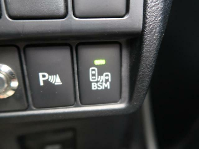 ●ブラインドスポットモニター:視角からの車を感知し、ドライバーが車線変更を行う際に、警告音と共に注意を促してくれる安全機能です!