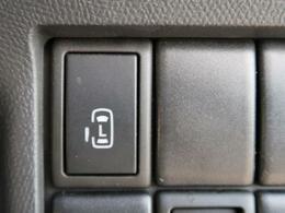 ●○側電動スライドドア 『小さなお子様でもボタン一つで楽々乗り降り出来ます♪駐車場で両手に荷物を抱えている時でもボタンを押せば自動で開いてくれますので、ご家族でのお買い物にもとっても便利な人気装備☆』