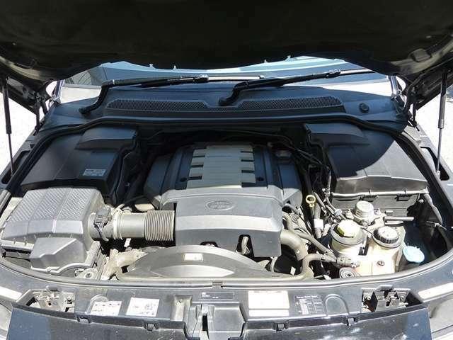 ■水冷V型8気筒DOHC ■燃料タンク容量     88リットル ■フルタイム4WD