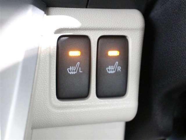 運転席と助手席には寒い日の冷えやすい下肢を温めてくれるシートヒーターが付いております!