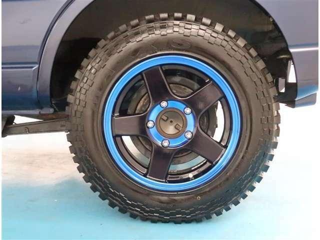 【タイヤ・ホイール】185/85R16サイズの社外アルミホイールです。タイヤ溝は約9mmになります。