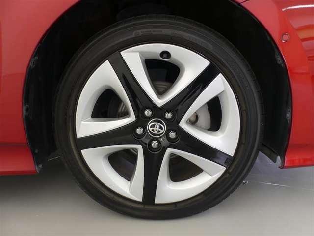【タイヤ】タイヤの溝もしっかり残っています♪純正ホイールで見た目もかっこいい!