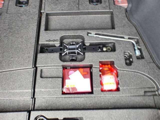 【パンク修理キット】こちらの車両にはスペアタイヤはありません。パンク修理キットが付いております☆