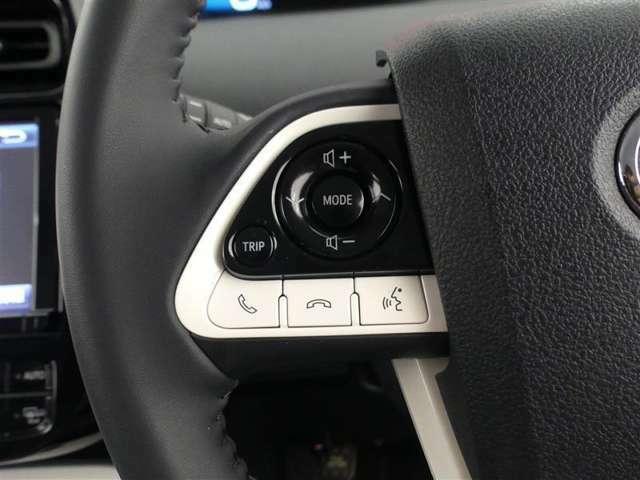【ステアリングスイッチ】ステアリングスイッチ付きです☆手元でオーディオの切り替え操作やディスプレイの切り替え操作が可能です。