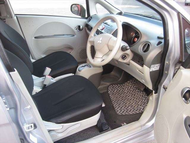 ドライブ席は上下調整可能!