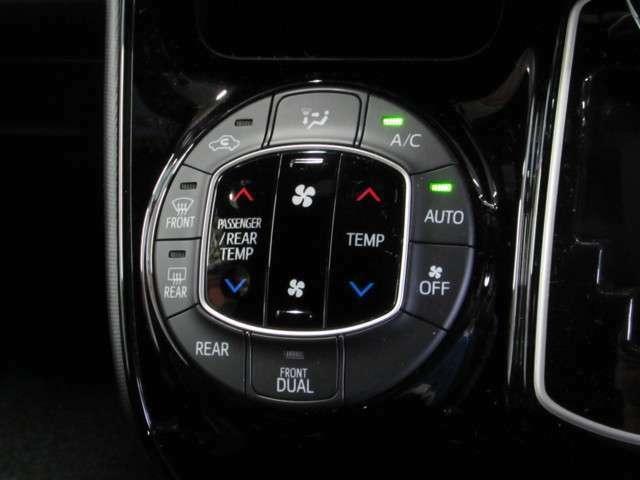お好みの温度設定で、いつでも快適な室温を保つオートエアコン。 リヤオートエアコン付きで各席どこに座っていても快適に過ごせます。