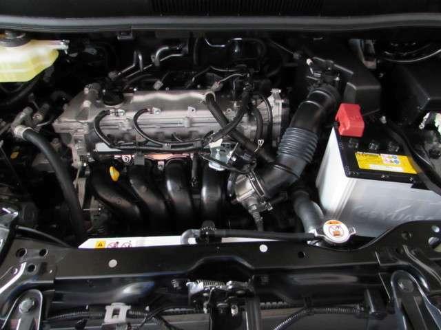 2.0リッターガソリンエンジン。少し余裕のある排気量で高速道路でも街乗りでもストレスや疲れを感じさせません。エンジンルームもピカピカに仕上げています。