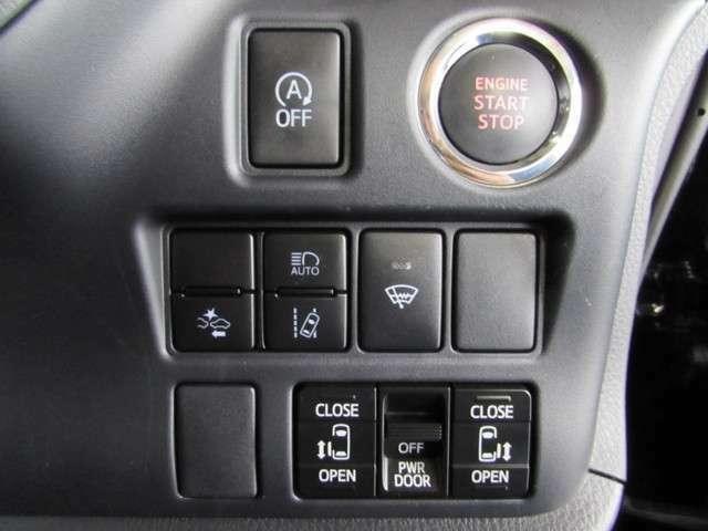 エンジンスタートはスタートボタンをワンプッシュ。スライドドアの開閉スイッチ。アイドルストップ機能や衝突回避支援システムが付いてます。