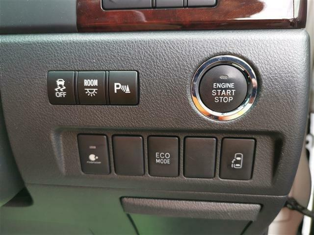 運転席からもスイッチひとつで開閉可能なパワースライドドア!