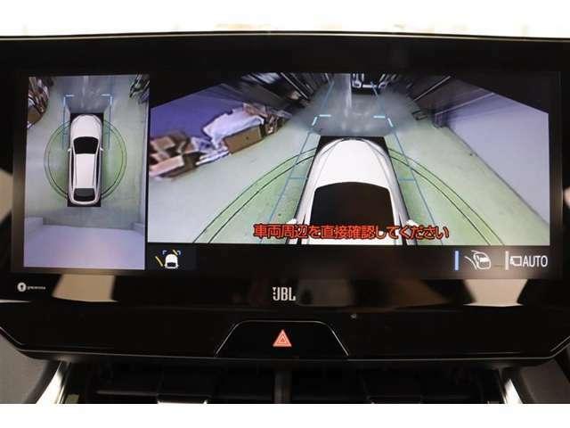 全方位・フロント・左右側面カメラ付き。駐車枠や隣のクルマなど周囲との位置関係がよくわかり、駐車しやすいですよ。運転席からは目視できない助手席側の側面も見えますので、路肩に幅寄せする際なども安心です。