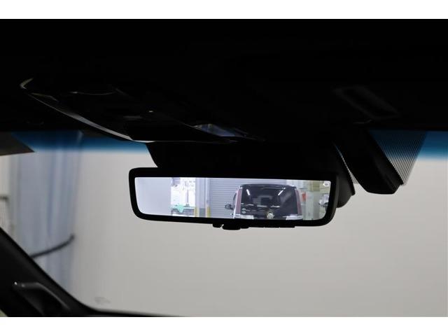 電子インナーミラーです。バックドア内側にカメラを取付けてインナーミラーに後方映像を表示。例えば、後席に大柄の方が座っていても後方確認が難なく出来ます。モニターモードとミラーモードは切り替え可能です。
