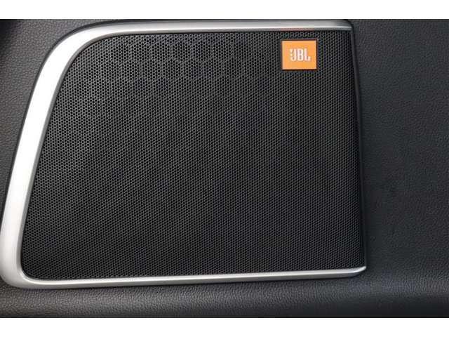 快適な空間に心地よいサウンドを響かせる『JBLサウンドシステム』を搭載しています。クオリティの高い音が楽しめますよ。
