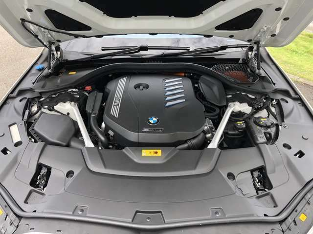 エンジンの全回転域において卓越したパワーレスポンスを実現するBMWのツインパワーターボテクノロジー。
