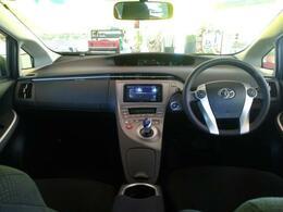 運転席廻りもキレイな状態です!