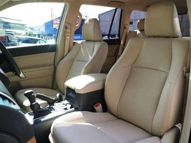 高品質でデザイン性の高いレザーシート☆シートヒーターシートクーラーパワーシート付き