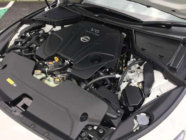 日産V6エンジンのDNAであるシャープなレスポンスに加え、400Rはターボを限界領域まで使いきるアグレッシブなチューンを採用