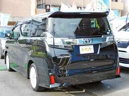 充実した装備が満載で見逃せないブラックのヴェルファイアです!!内外装共に良好なコンデションを保ったお車です!お支払総額にて車検整備2年付に2年又は3万キロの無料保証付きで安心でお得です!!
