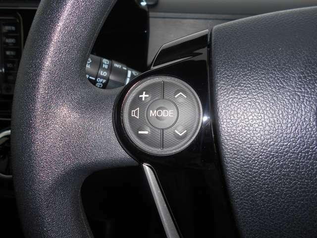 ステアリングスイッチ付で、走行中も手を離さずに音量調節やチャンネルの切り替えが出来ます!
