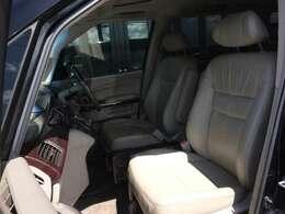 上級特別グレード専用、高級感あふれる、ラグジュアリーなベージュ革・パワーシート! ホールド感もよく、ロングドライブにも疲れにくい重厚なシートです!