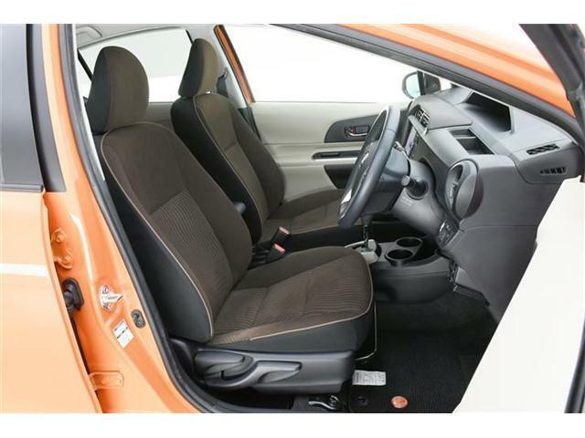 シートはアースブラウンスエード調ファブリックシート♪運転席にはシートリフター機能付きでドライバーに合わせた調整が可能!