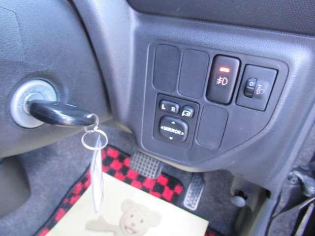 駐車時に便利な電動格納ミラー付きです!
