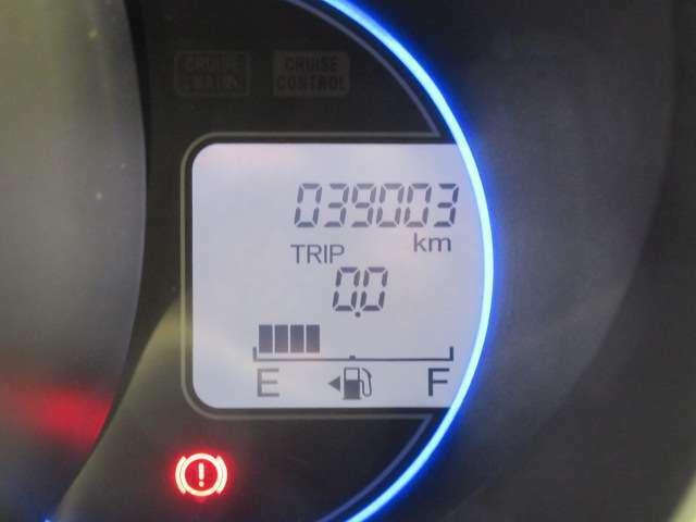 大きく見やすい自光式メーター類♪走行距離も3万キロ台!まだまだ相棒として活躍してくれますよ♪店長オススメ♪