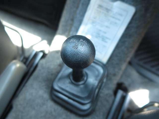 弊社の在庫は専門スタッフによる点検・整備を実施!!お客様に安心して4WD車を楽しんで頂けるようにバッチリな状態で展示しております!