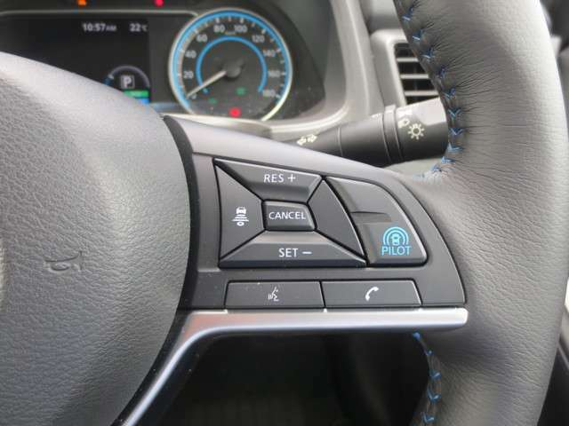 """プロパイロット搭載で、高速道路での単調な""""渋滞走行""""と長時間の""""巡航走行""""の2つのシーンで、ドライバーに代わってアクセル、ブレーキ、ステアリングを自動で制御。長時間運転の疲労を軽減してくれます☆"""