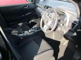 ゆったりと、そして洗練されたスポーティー感。クリーンで静かなドライブを楽しんでいただける運転席。