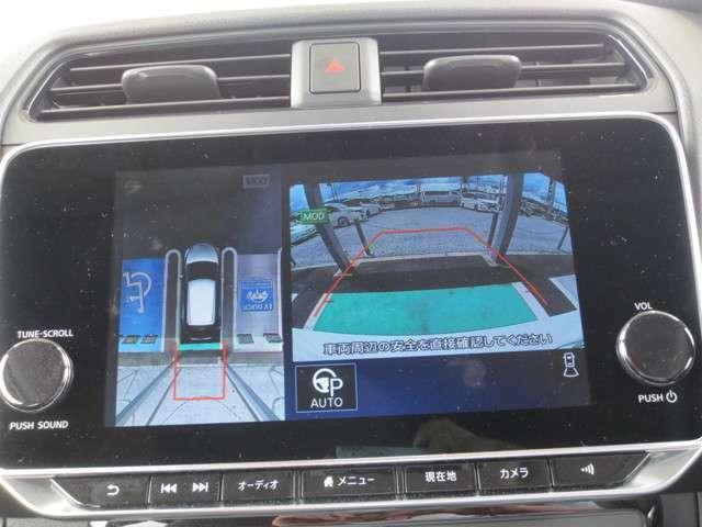 車を上空から見下ろしているかのように状況を把握できるアラウンドビューモニター。狭い場所でも周囲が映像で確認できます。