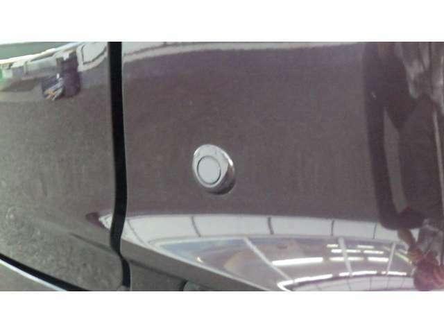 ★コーナーセンサー搭載★ 障害物や他のクルマとの接近を感知してブザー音で警告する安全装備です(*^-^*)狭い道での走行や縦列駐車などにベンリです♪