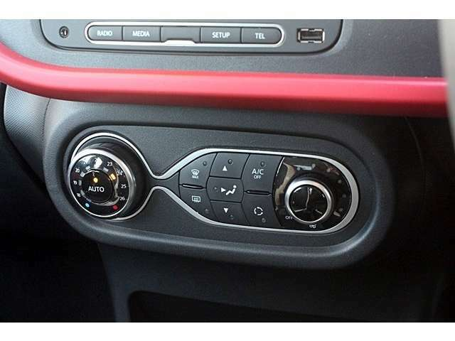 直感的に操作しやすいオートエアコン!こういうシンプルなデザインは好きです!