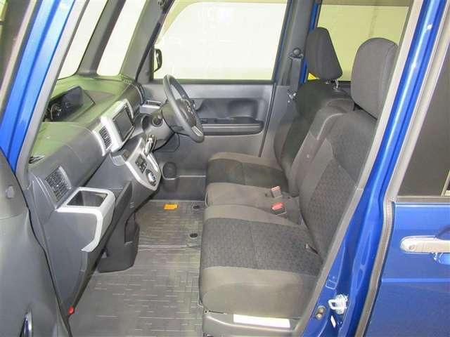 ☆前列シート☆広々とした室内空間で長距離運転もラクラク!専用の洗剤を使用してシートもしっかりと美装しています!