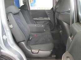 後部座席のお写真です。 後席も広く皆様でおくつろぎ頂けるお車となっております♪