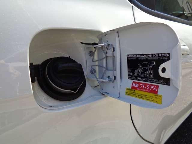 右サイドリアに有るフュエルリッドはドアロックに連動してロックが掛かる、開閉式となります。A170は輸入車なので、燃料はハイオク指定となっております。内部も勿論綺麗に清掃させて頂いてから御納車致します。
